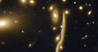 Una serpiente cósmica en la constelación de Virgo