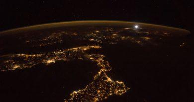 Italia, la isla de Sicilia y la Luna desde la ISS
