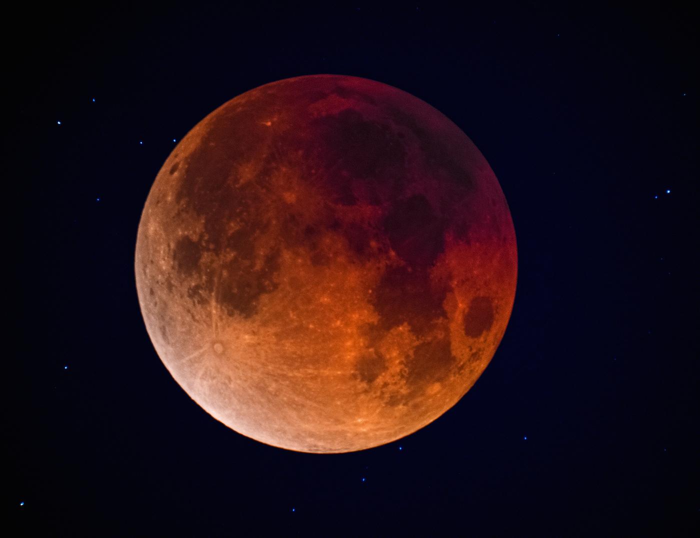 Imagen del eclipse lunar fase total desde arizona for Que fase lunar hay hoy
