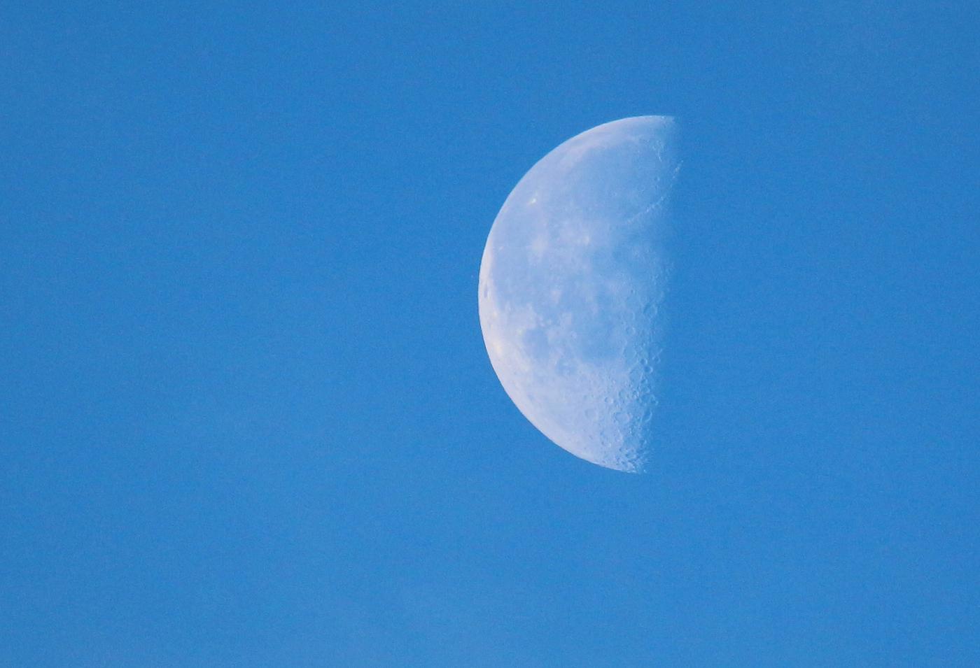 Foto de la Luna en fase Cuarto Menguante – El Universo Hoy