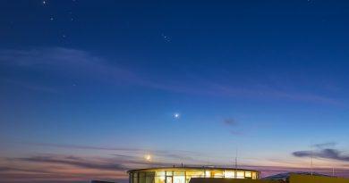 La Luna, Venus, las Pléyades y la constelación de Tauro desde Garching bei München, Alemania