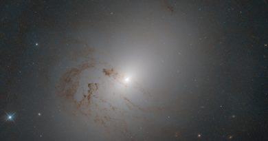 El agujero negro supermasivo que mora en la galaxia NGC 2655