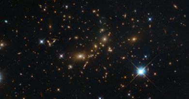 El Hubble capta imágenes de un colosal cúmulo galáctico