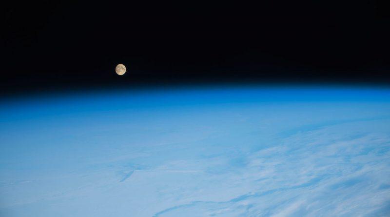 Foto de la salida de la Luna desde la Estación Espacial Internacional
