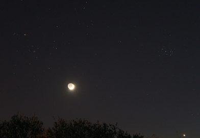La conjunción de la Luna y Aldebarán desde Banská Bystrica, Eslovaquia