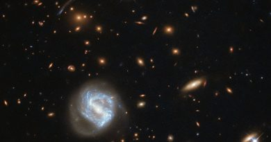 Una galaxia atrapada entre dos cúmulos galácticos