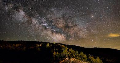 La Vía Láctea fotografiada desde el Ventano del Diablo, Cuenca, España