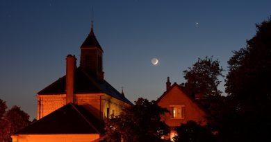 La Luna y Venus desde Comblanchien, Francia