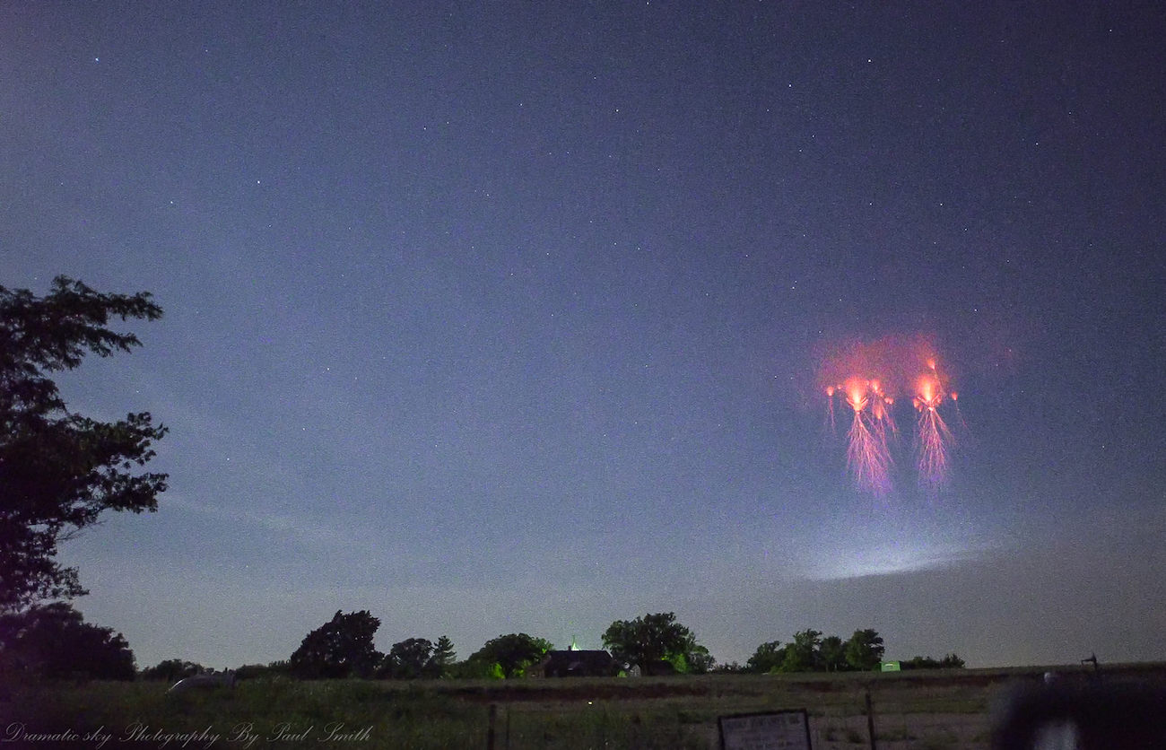 Foto de espectros rojos tomada desde Oklahoma, EE. UU.