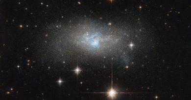 El Hubble observa una galaxia enana con un agujero negro supermasivo en su núcleo