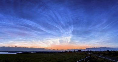 Foto de nubes noctilucentes tomada desde la isla de Lewis, Escocia