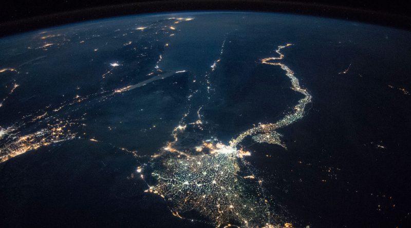 Imagen nocturna del río Nilo y El Cairo desde la ISS