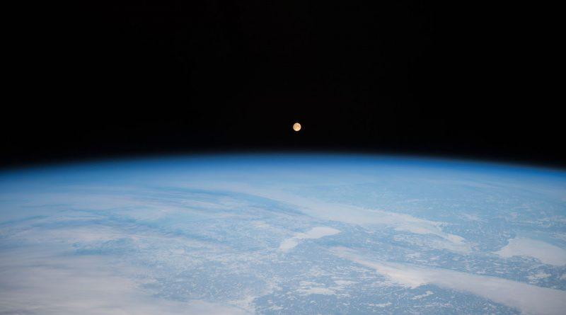 La salida de la Luna fotografiada desde la Estación Espacial Internacional