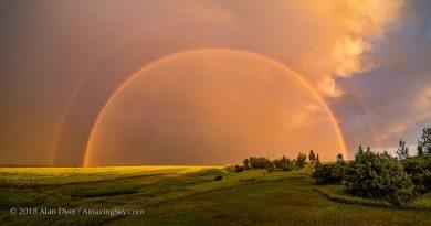 Arcoíris doble fotografiado en la provincia de Alberta, Canadá