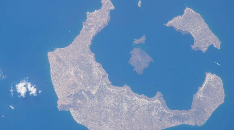 La isla de Santorini fotografiada desde la Estación Espacial Internacional