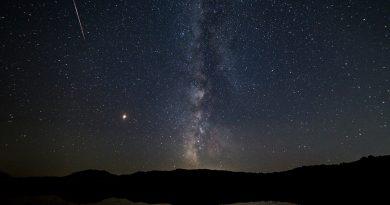 Imagen de la Vía Láctea y Marte tomada desde Macedonia