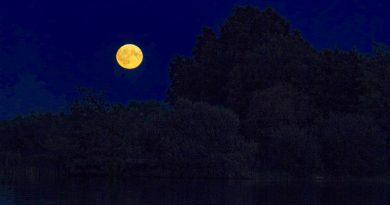 La salida de la Luna captada desde Norfolk, Inglaterra