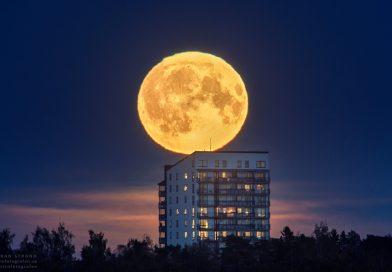 La Luna fotografiada desde Östersund, Suecia