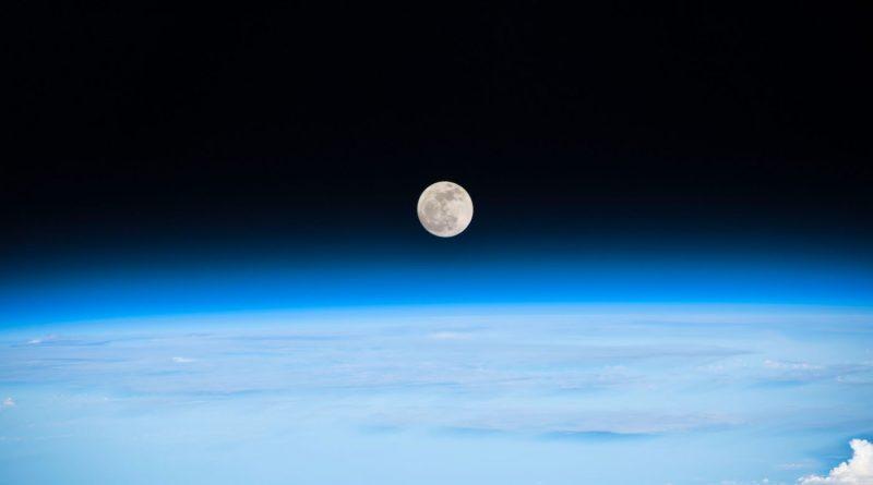 Foto de la Luna llena tomada desde la Estación Espacial Internacional