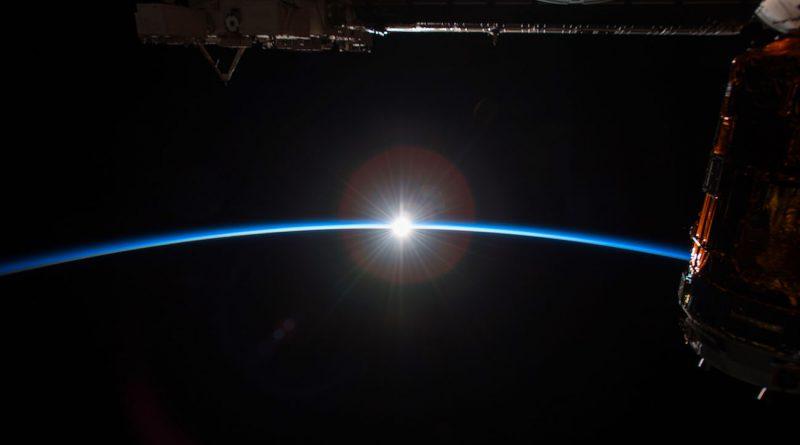 La salida del Sol fotografiada desde la ISS