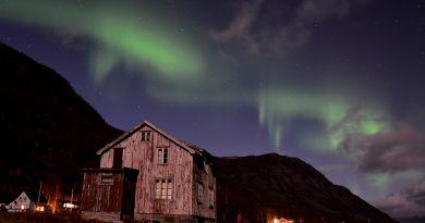 Fotografía de auroras boreales tomada desde Storeng, Noruega