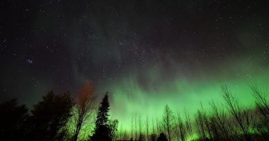 Auroras boreales, las Pléyades y la Vía Láctea captadas desde Finlandia