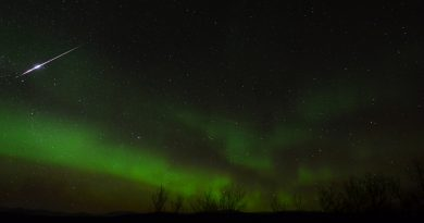 Auroras boreales y un meteoro fotografiados desde Abisko, Suecia