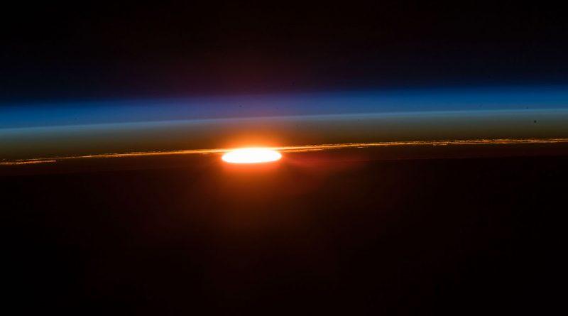 La salida del Sol fotografiada desde la Estación Espacial Internacional