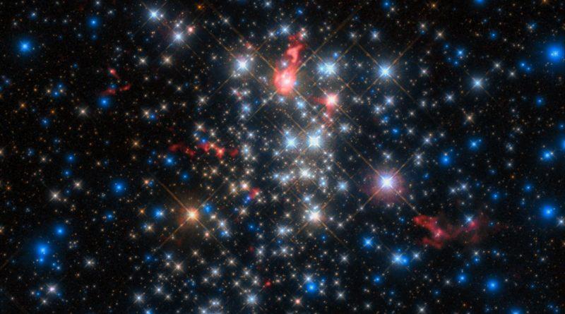 Estrellas que parecen cometas en el cúmulo estelar Westerlund 1