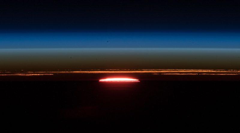 Imagen del amanecer tomada desde la ISS