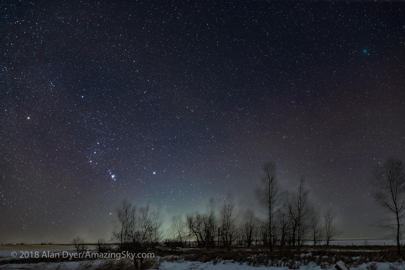 Foto de la constelación de Orión y el Cometa 46P/Wirtanen tomada desde Canadá