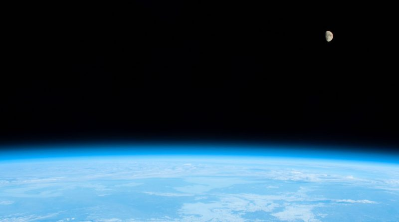 Fotografía de la Luna tomada desde la ISS (17-diciembre)