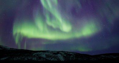 Foto de auroras boreales tomada desde la Laponia finlandesa