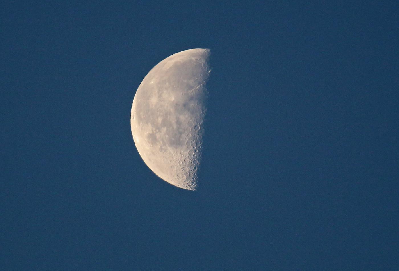 Foto de la Luna en fase Cuarto Menguante tomada desde Arenys de Munt ...