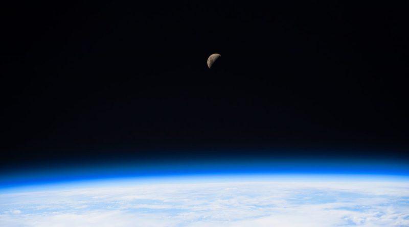 Fotografía de la Luna tomada desde la Estación Espacial Internacional