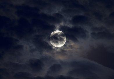 Foto de la Luna tomada desde Estocolmo, Suecia (17-mayo)