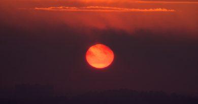 El Sol fotografiado al atardecer en Estocolmo, Suecia