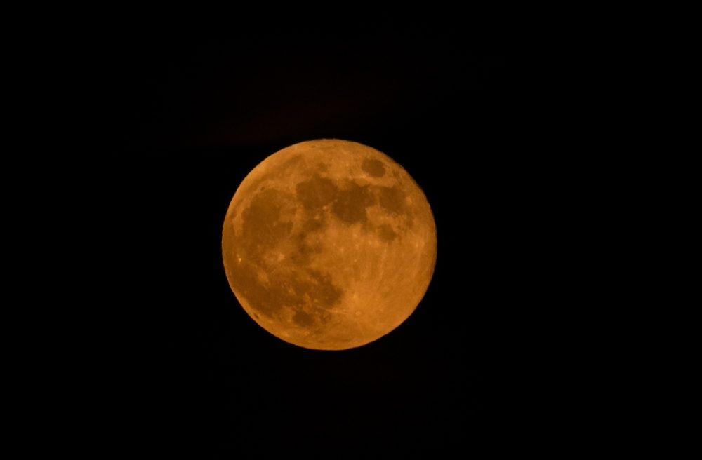 La Luna fotografiada desde Zaragoza, España