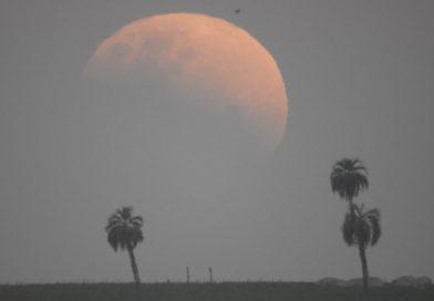 Fotos del eclipse parcial de Luna tomadas desde Castillos, Uruguay