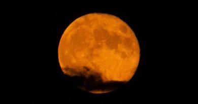 Foto de la Luna tomada desde Zaragoza, España