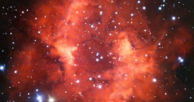 Los restos rojos de una estrella que murió hace mucho tiempo