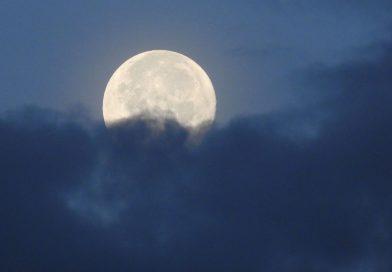 La puesta de la Luna fotografiada desde Texas, Estados Unidos