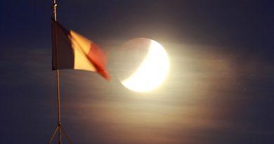 El eclipse parcial de Luna fotografiado desde París, Francia