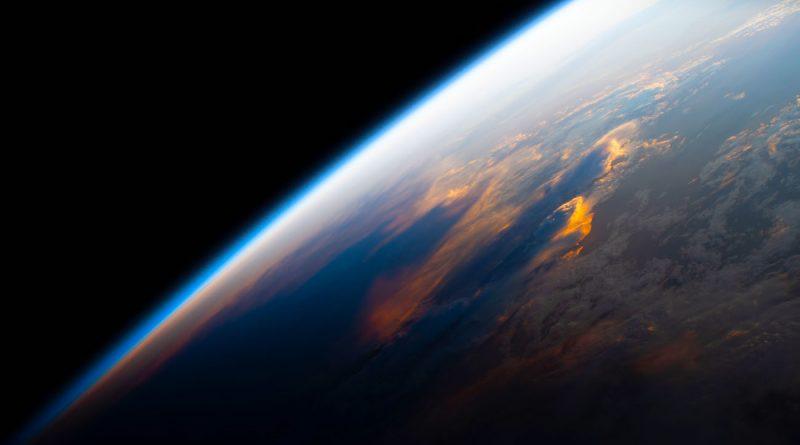 El anochecer sobre el Pacífico captado desde la Estación Espacial Internacional