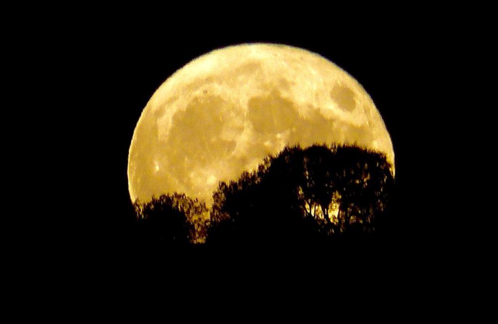 Imagen de la salida de la Luna tomada desde Cebolla, Toledo, España