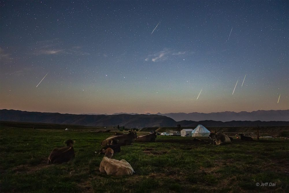 Perseidas fotografiadas desde Xinjiang, China
