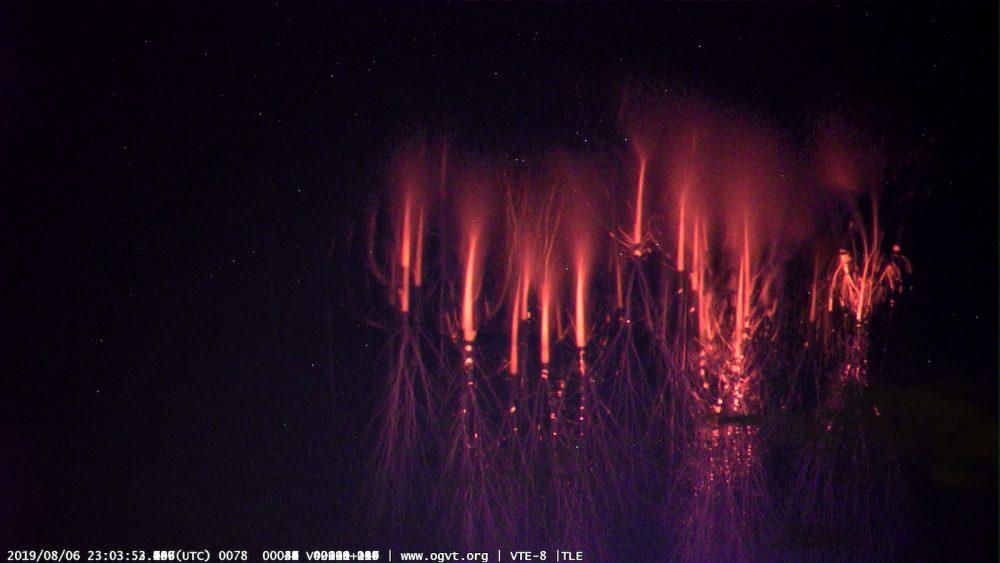 Espectros rojos fotografiados desde Montsevelier, Suiza
