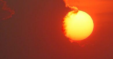 Foto del Sol tomada al atardecer en Mutare, Zimbabue