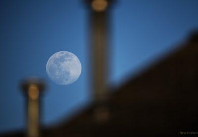 Fotografía de la Luna tomada el 6 de abril de 2020