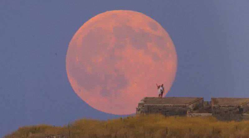 Esta noche se podrá ver la Luna llena más grande y brillante del 2020